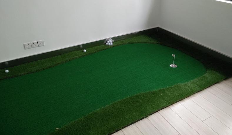 室内办公室迷你高尔夫建设